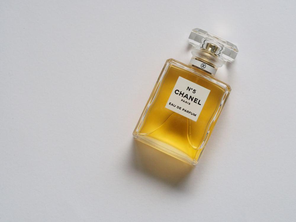 Udvælg den rette parfume - og køb den billigt online
